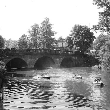 Leamington Spa.  Motor boats on the River Leam