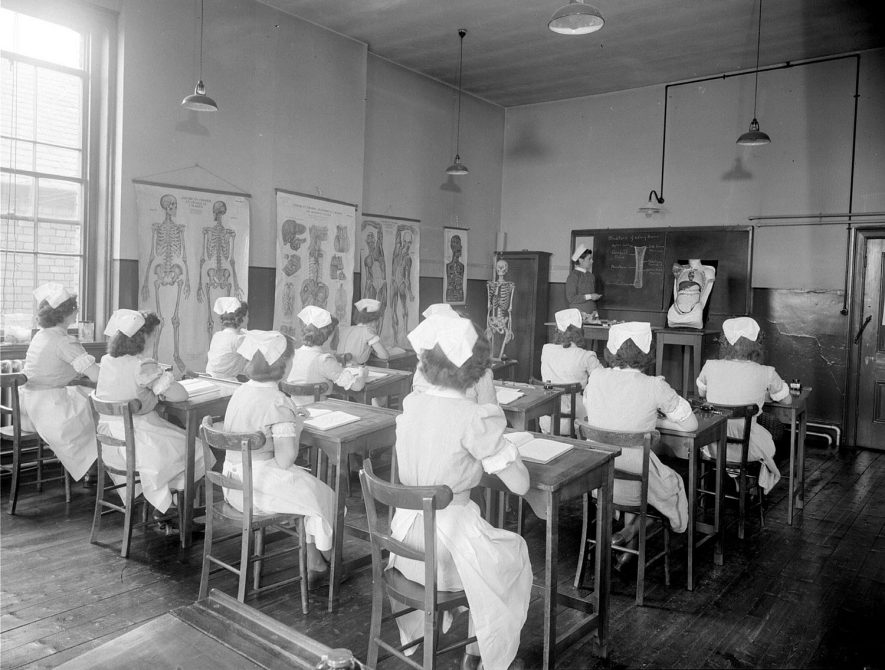 An anatomy lecture in progress at Warneford Hospital Leamington Spa.  1949 |  IMAGE LOCATION: (Warwickshire County Record Office)