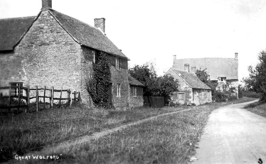 Cottages and road in Great Wolford.  1910s |  IMAGE LOCATION: (Warwickshire County Record Office)
