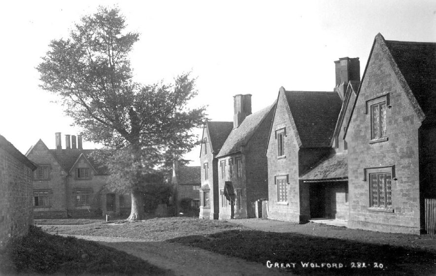 Group of cottages in Great Wolford.  1920s |  IMAGE LOCATION: (Warwickshire County Record Office)