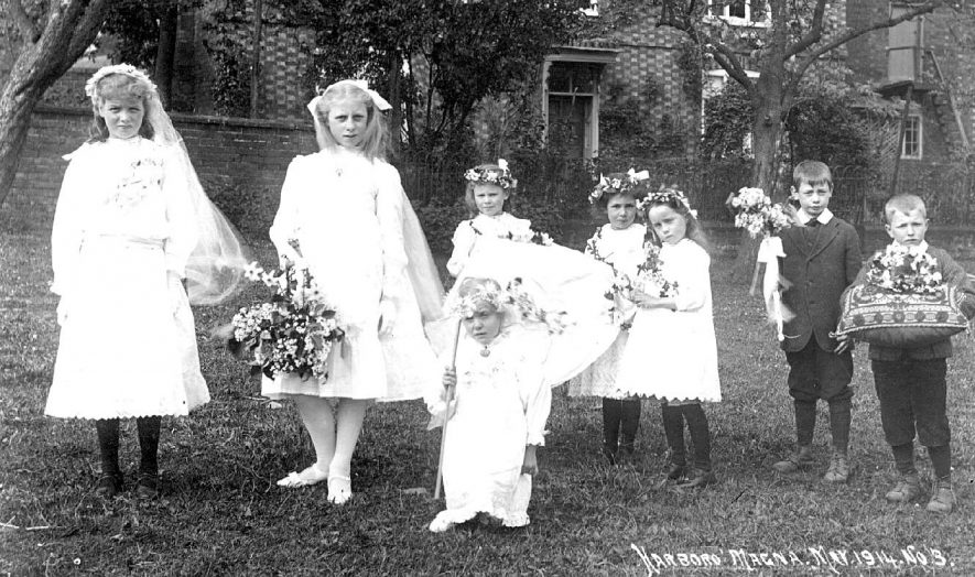 May Day procession of children carrying may wands and crown.  May 1914 |  IMAGE LOCATION: (Warwickshire County Record Office)