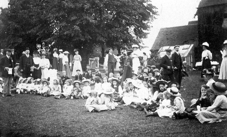 Alcester Chapel Fete at Manor Farm, Haselor.  1909 |  IMAGE LOCATION: (Warwickshire County Record Office)