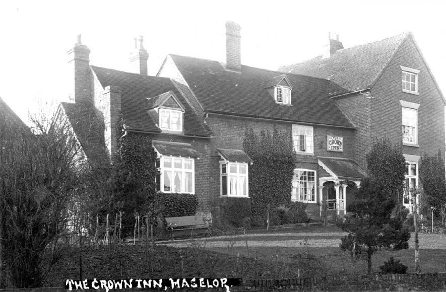 The Crown Inn at Haselor.  1920s |  IMAGE LOCATION: (Warwickshire County Record Office)