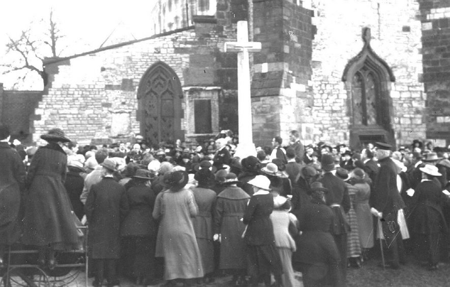 Southam. Armistice Day Service. View of the crowd by the war memorial outside the Church.  1920s |  IMAGE LOCATION: (Warwickshire County Record Office)