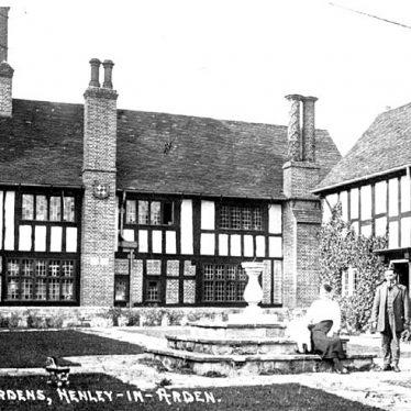 Henley in Arden.  Guildhall Gardens
