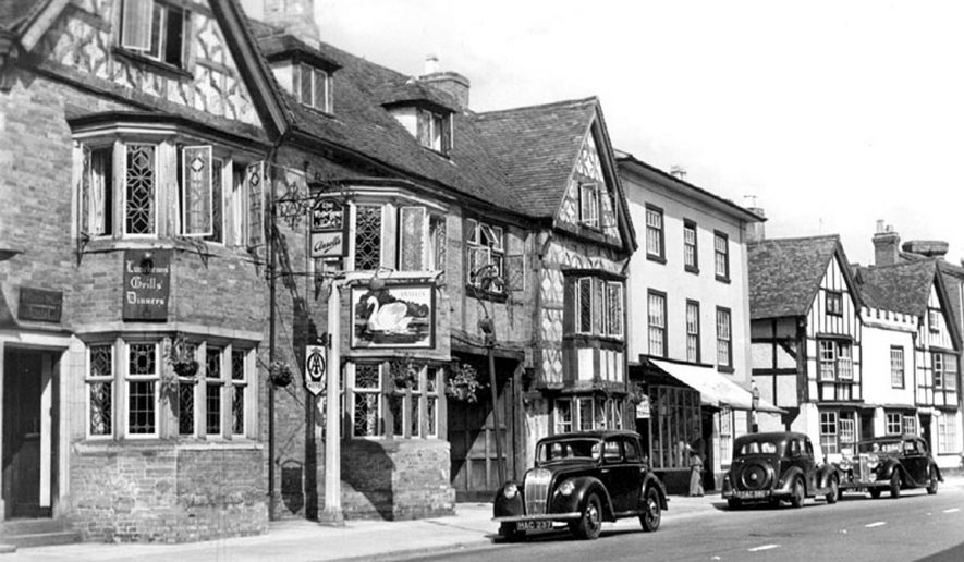 High Street, Henley in Arden.  1950s |  IMAGE LOCATION: (Warwickshire County Record Office)