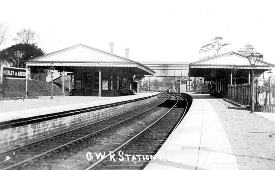 Henley in Arden GWR railway station.  1940s |  IMAGE LOCATION: (Warwickshire County Record Office)