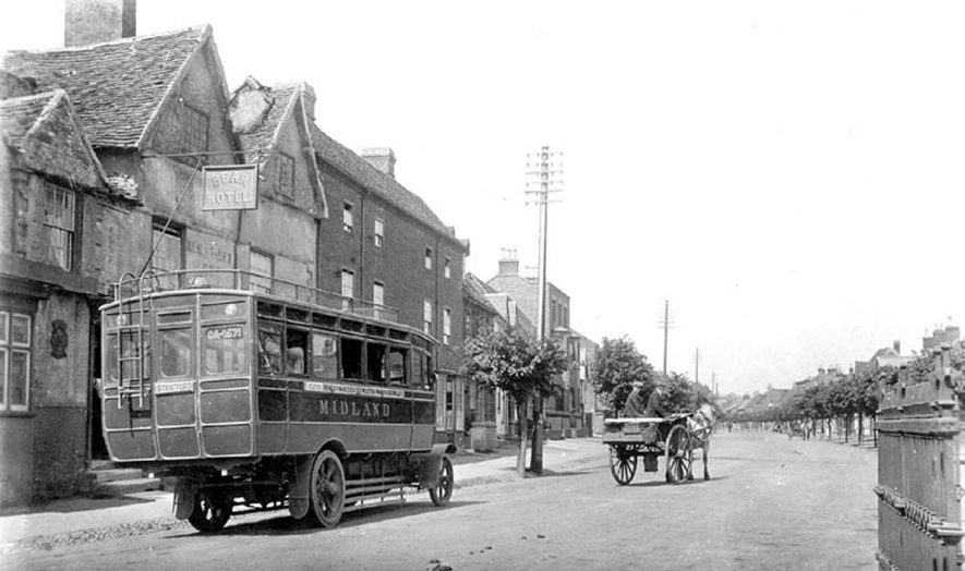 The first Midland Red bus at Henley in Arden.  The service ran from Birmingham to Stratford.  6th June 1914 |  IMAGE LOCATION: (Warwickshire County Record Office)
