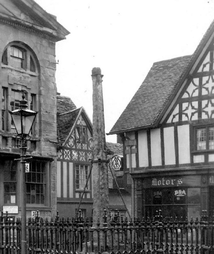 Old market Cross, Henley in Arden.  1930s    IMAGE LOCATION: (Warwickshire County Record Office)