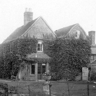Hunningham.  Ivy House