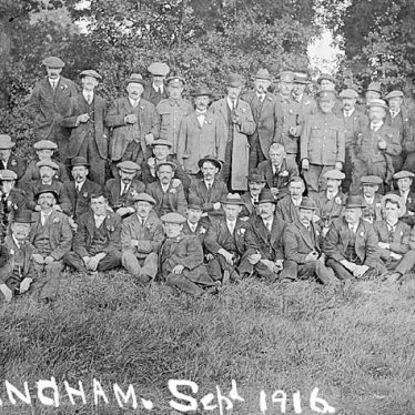 Hunningham.  Group photograph
