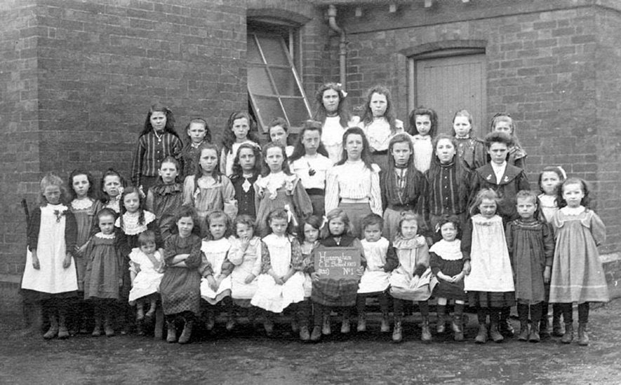Hunningham Church of England school group photograph.  1903 |  IMAGE LOCATION: (Warwickshire County Record Office)