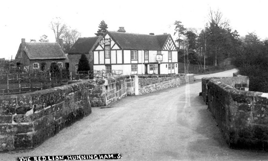 The Red Lion at Hunningham.  1930s |  IMAGE LOCATION: (Warwickshire County Record Office)