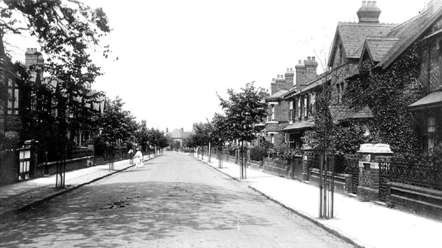 View of Waverley Road, Kenilworth.  1920s |  IMAGE LOCATION: (Warwickshire County Record Office)