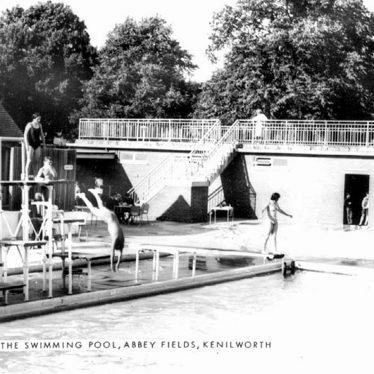 Kenilworth.  Abbey Fields swimming pool