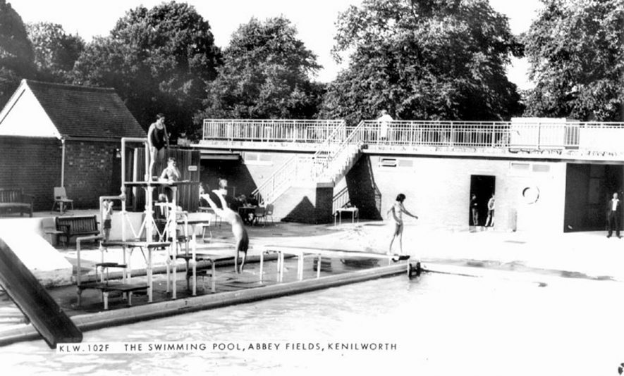 The swimming pool, Abbey Fields, Kenilworth.  1960s |  IMAGE LOCATION: (Warwickshire County Record Office)