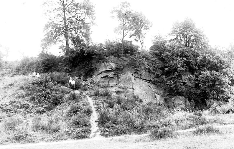 Castle Road, Kenilworth with children standing on a stony bank.  1900s |  IMAGE LOCATION: (Warwickshire County Record Office)
