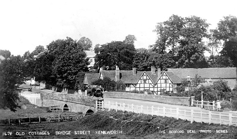 Bridge Street with old cottages, Kenilworth.  1920s |  IMAGE LOCATION: (Warwickshire County Record Office)
