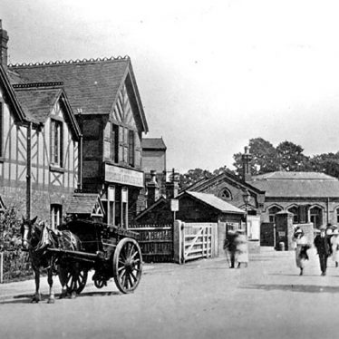 Kenilworth.  Railway Station, approach