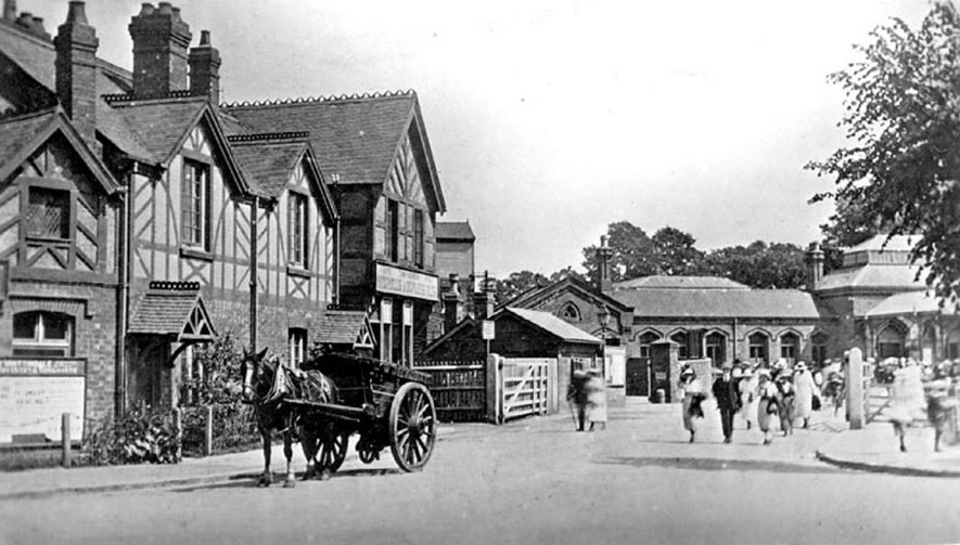 Kenilworth station approach. |  IMAGE LOCATION: (Warwickshire County Record Office)