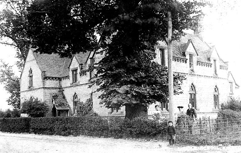 Kineton Middle Class school which was founded by Lady Willoughby de Broke and closed circa 1930.  1900s |  IMAGE LOCATION: (Warwickshire County Record Office)
