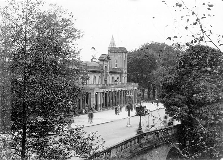 Leamington Spa The Pump Rooms.  1950s    IMAGE LOCATION: (Warwickshire County Record Office)