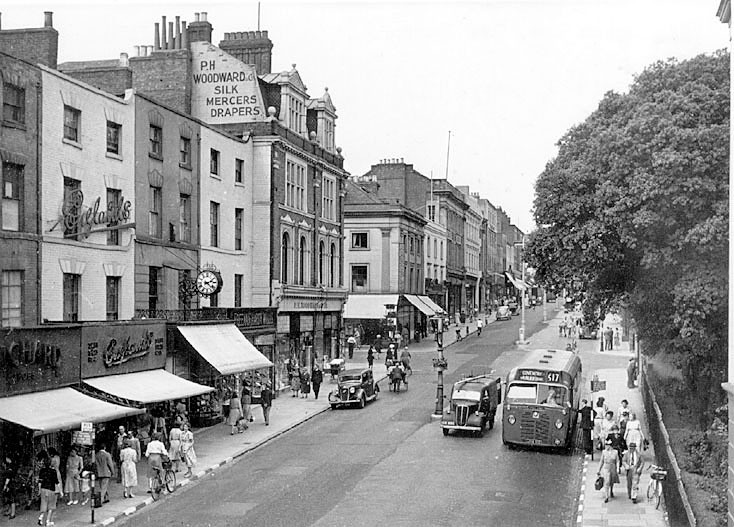 View of The Parade, Leamington Spa.  1950s |  IMAGE LOCATION: (Warwickshire County Record Office)