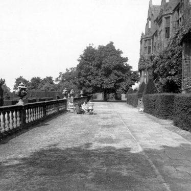 Moreton Morrell.  Moreton Paddox, terrace