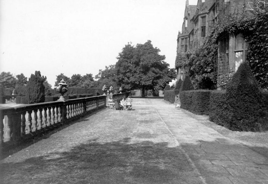 The Terrace of Moreton Paddox, Moreton Morrell.  1950s    IMAGE LOCATION: (Warwickshire County Record Office)