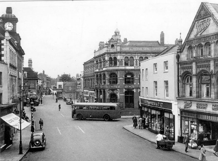 Nuneaton Market Place.  1950s |  IMAGE LOCATION: (Warwickshire County Record Office)
