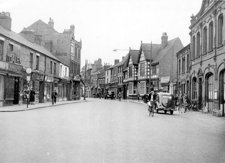 Queens Road, Nuneaton.  1950s |  IMAGE LOCATION: (Warwickshire County Record Office)