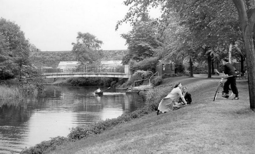 Riversley Park by the River Anker, Nuneaton.  1960s |  IMAGE LOCATION: (Warwickshire County Record Office)