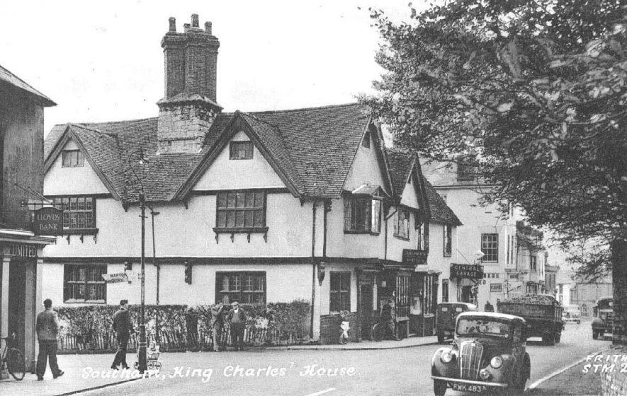 Manor House where Charles I reputedly stayed, corner of Daventry Street and Market Hill, seen from the left; also showing Lloyds Bank, Archer's chemist and the Central Garage; various cars and lorries on the road.  1952 |  IMAGE LOCATION: (Warwickshire County Record Office)