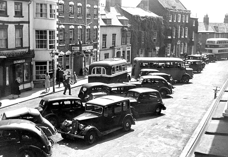Cars and buses in High Street, Shipston-on Stour.  1950s |  IMAGE LOCATION: (Warwickshire County Record Office)