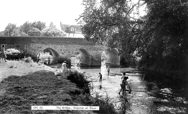 Children paddling in the River Stour near the bridge, Shipston on Stour.  1960s |  IMAGE LOCATION: (Warwickshire County Record Office)