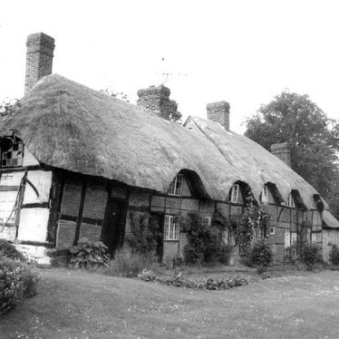 Stoneleigh.  Thatched cottages