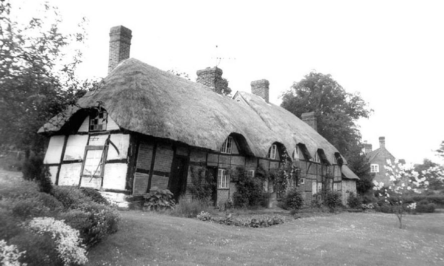 Thatched Cottages, Stoneleigh.  1960s [This is in fact Motslow Cottages, NGR SP 3290 7243 ( seen in the background on the left 'White Foot Bridge over River Sowe at Stoneleigh.)] |  IMAGE LOCATION: (Warwickshire County Record Office)