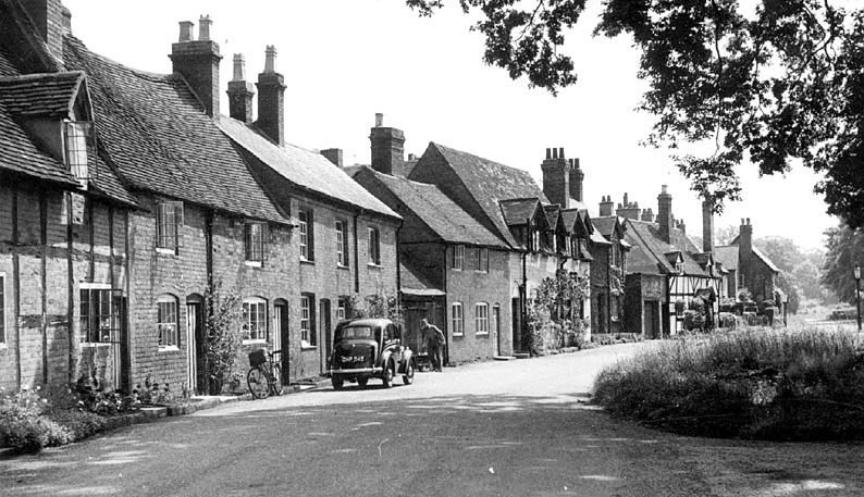 Bridge End, Warwick.  1950s |  IMAGE LOCATION: (Warwickshire County Record Office)