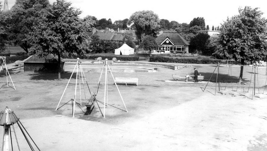 St Nicholas Park recreation ground, Warwick.  1960s |  IMAGE LOCATION: (Warwickshire County Record Office)