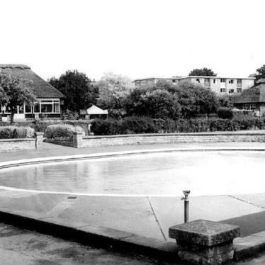 Warwick.  St Nicholas' Park, pool