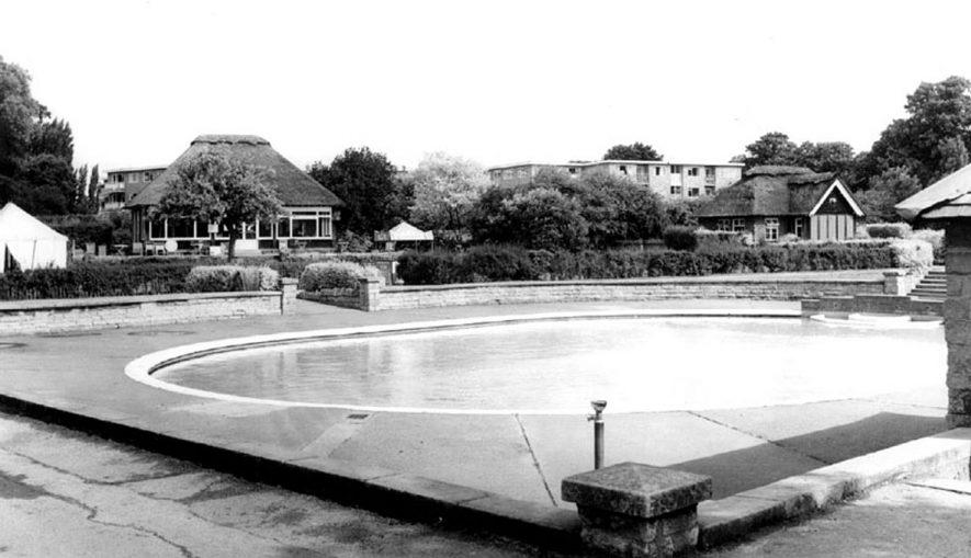 St Nicholas' Park paddling pool, Warwick.  1960s |  IMAGE LOCATION: (Warwickshire County Record Office)