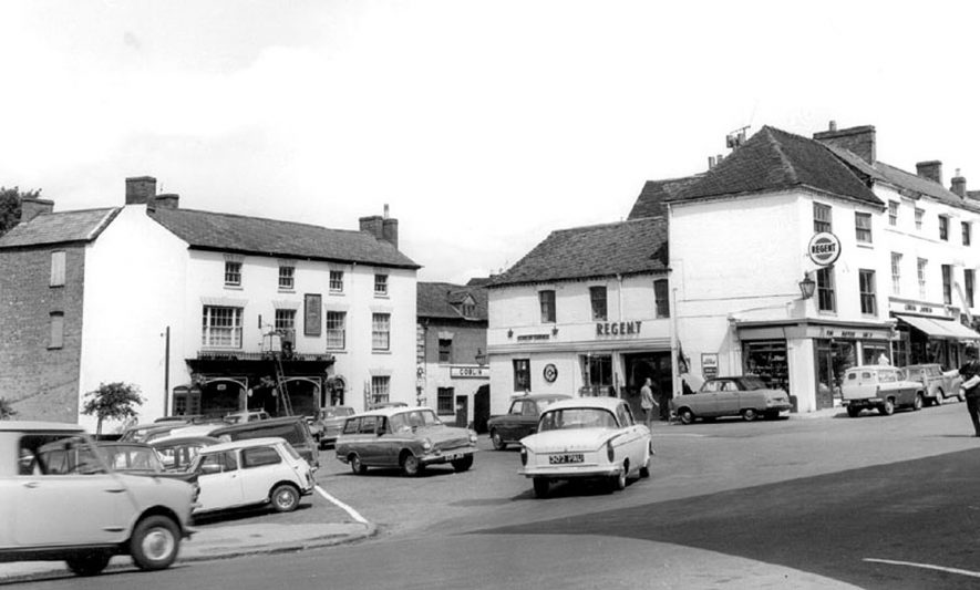 Market Square, Warwick.  1960s |  IMAGE LOCATION: (Warwickshire County Record Office)