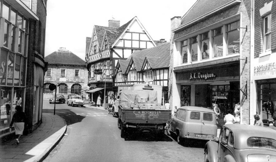 Swan Street, Warwick.  1960s |  IMAGE LOCATION: (Warwickshire County Record Office)