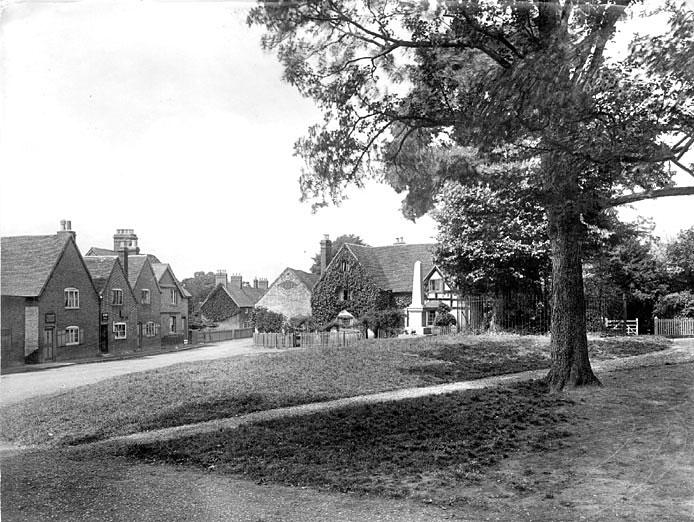 Whitnash village showing the War memorial.  1922
