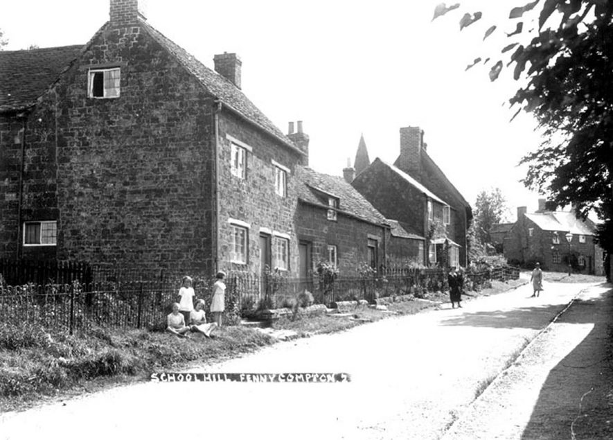 School Hill, Fenny Compton.  Stone cottages, street lamp. Children and women in street.  1930s |  IMAGE LOCATION: (Warwickshire County Record Office)