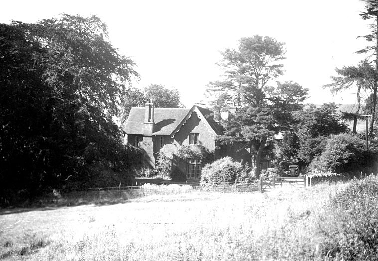 The vicarage, with motor car in drive, Northend.  1930s |  IMAGE LOCATION: (Warwickshire County Record Office)