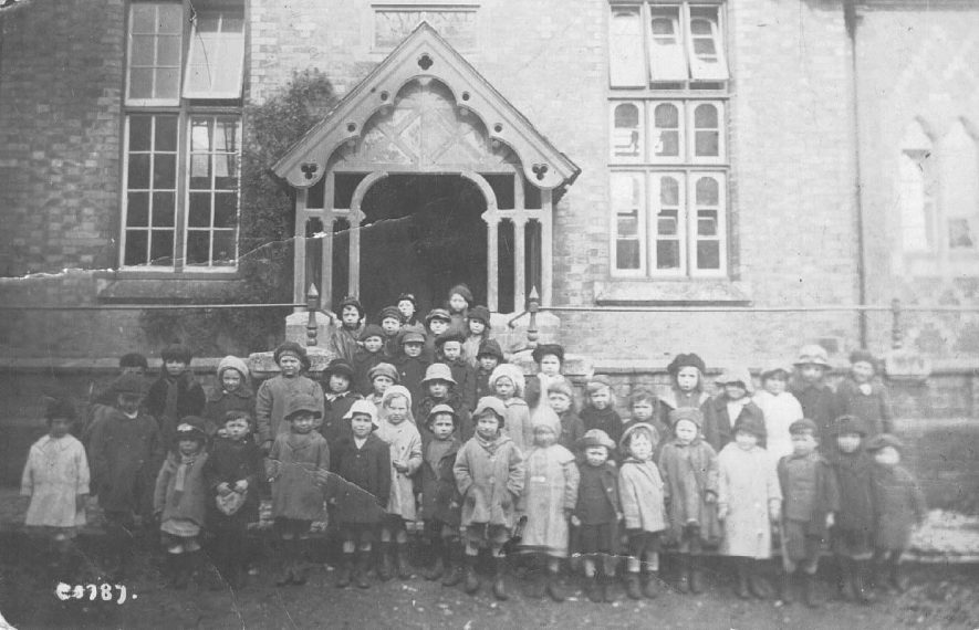 Mixed group of infants outside Southam National School, School Lane.  1919 |  IMAGE LOCATION: (Warwickshire County Record Office)