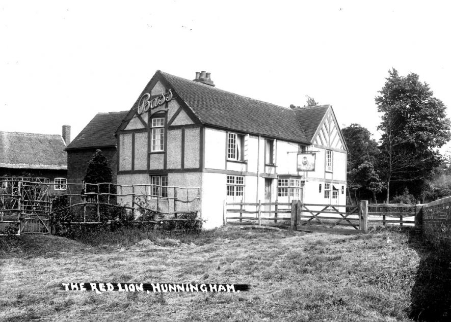 The Red Lion, Hunningham.  1930s |  IMAGE LOCATION: (Warwickshire County Record Office)