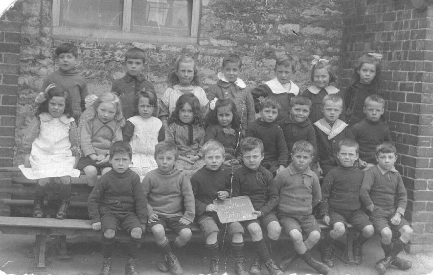 Southam Infants School class of children, School Street.  1921 |  IMAGE LOCATION: (Warwickshire County Record Office)