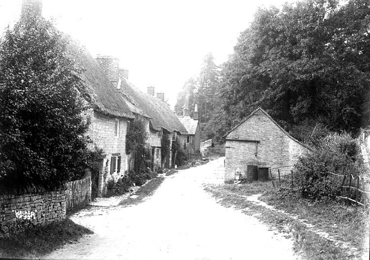 Cottages at the end of a lane in Combrook.  1930s |  IMAGE LOCATION: (Warwickshire County Record Office)